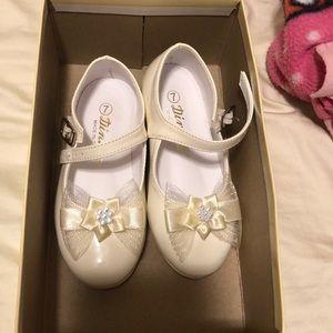 Dinkie toddler girl ivory dress shoes